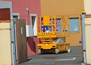 Podesty ruchome - urządzenia wykorzystywane w branży budowlanej, remontowej, reklamowej, transportowej